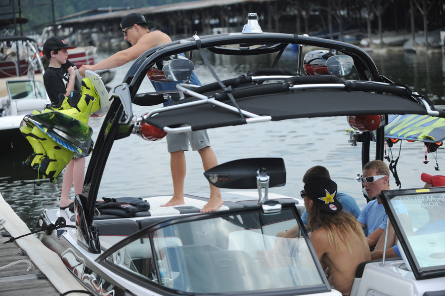 Loading up the Ambush Super Air Nautique 210 Byerly Edition